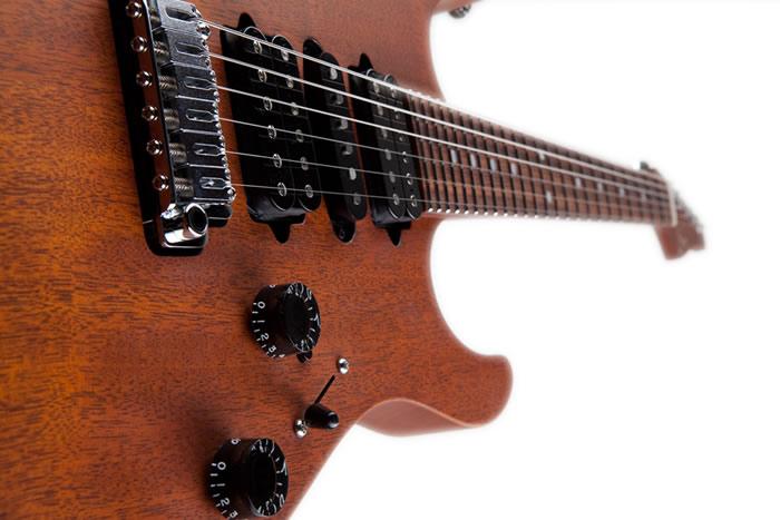 У гитары абсолютно новая